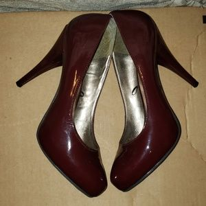 patent leather Burgundy pointy shoes